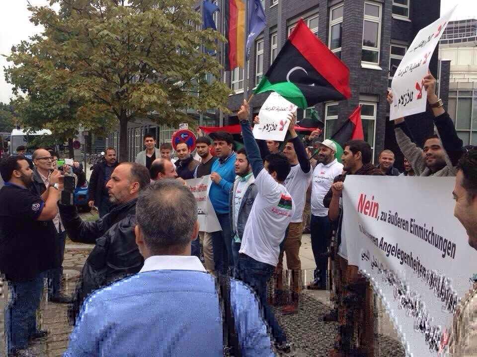 الجالية الليبية تتظاهر أمام السفارة الإماراتية في لندن