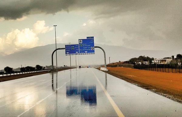 أمطار الخير تهطل على مناطق متفرقة في الدولة