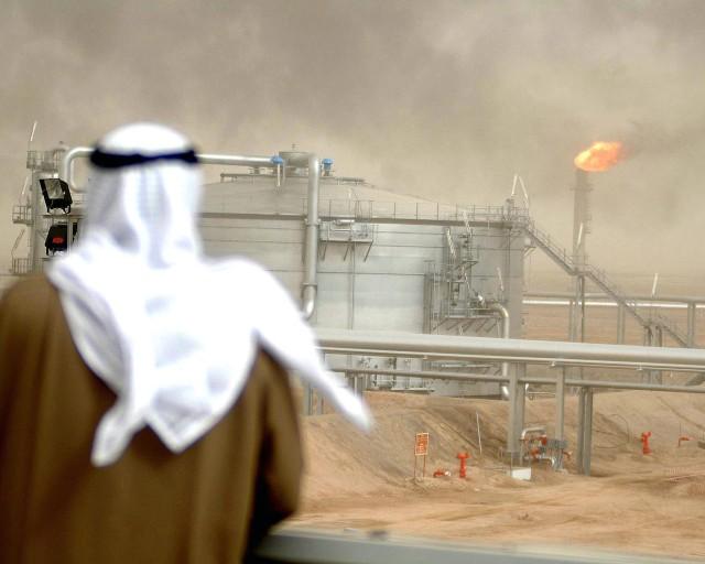 ستراتفور: الرابحون والخاسرون من تراجع أسعار النفط في المنطقة العربية