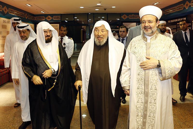 القرضاوي يشيد بدور قطر وتركيا في توحيد المسلمين