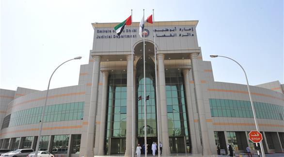 متهم يهدد قاضي محكمة في أبوظبي