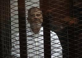 مرسي يصف محاكمته حول التخابر مع قطر بـ المهزلة
