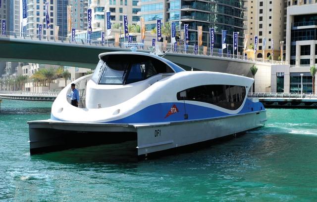 الطرق والمواصلات تدشّن خطا جديدا لفيري دبي