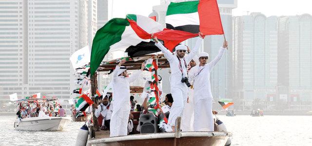 إدارة المتاحف في الشارقة تختتم احتفالاتها باليوم الوطني بمسيرة بحرية