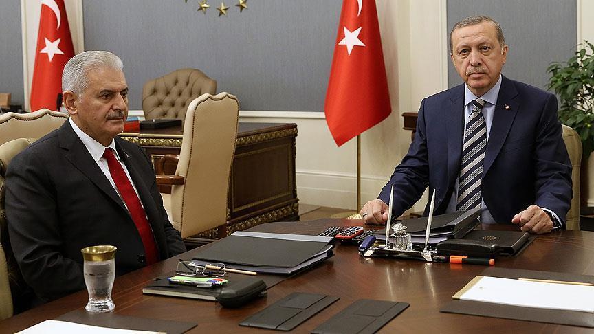 تركيا: رفع صورة أوجلان في الرقة يثبت انحياز واشنطن للإرهابيين