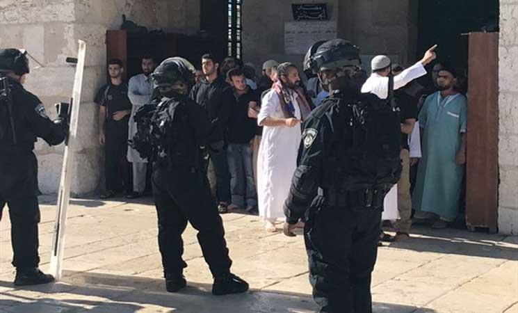 الشرطة الإسرائيلية تقتحم المسجد الأقصى