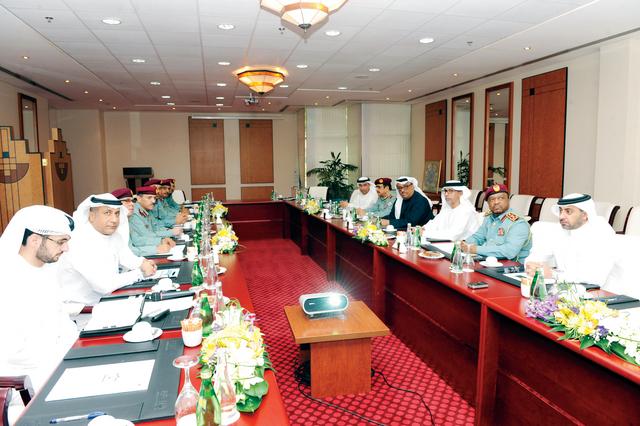 قيادات الشرطة الإماراتية تستعرض المستجدات الأمنية الإقليمية والمحلية