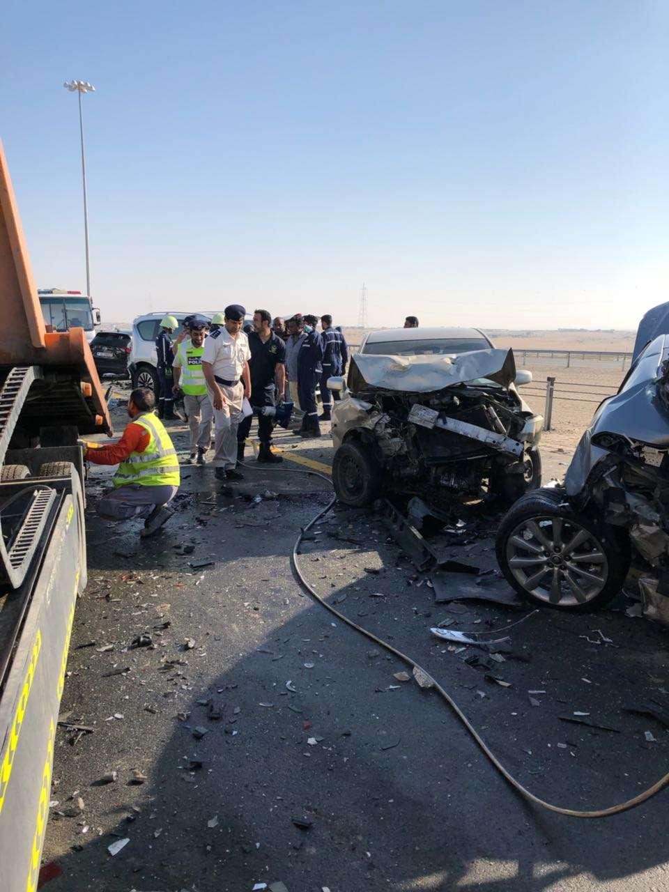 الضباب يتسبب بتصادم 44 مركبة على طريقأبوظبي دبي
