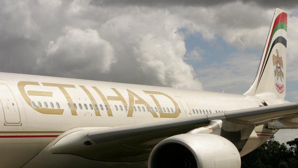 محمد بن زايد يعيد تشكيل مجلس إدارة الاتحاد للطيران