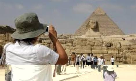 السياح الإماراتيون يتصدرون السياحة إلى مصر الشهر الماضي