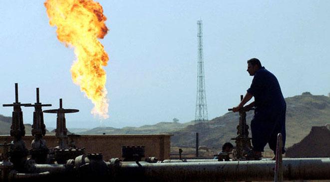 نائب عراقي يتهم أمريكا والسعودية بالوقوف وراء أزمة النفط