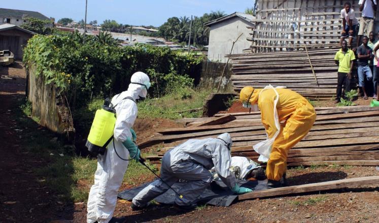 أيبولا يفتك بسكان قرى بأكملها في سيراليون