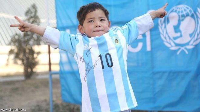 قميص بتوقيع ميسي يحقق حلم طفل أفغاني