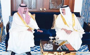 ملك البحرين يبحث مع الأمير مقرن مسيرة العمل الخليجي