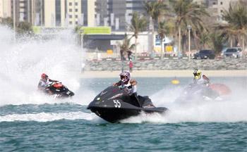 اطلاق حملة لترخيص الدراجات المائية في دبي