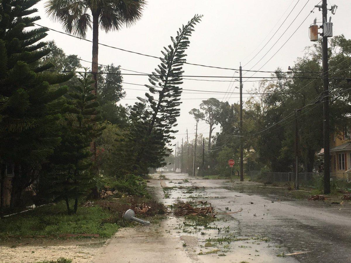 إعصار يجتاح فلوريدا ويقطع الكهرباء عن أكثر من مليون شخص