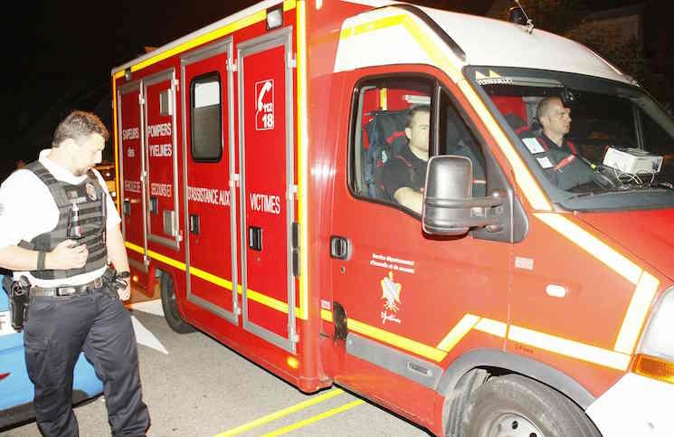 مقتل قائد بالشرطة الفرنسية طعناً أمام منزله في عملية احتجاز رهائن