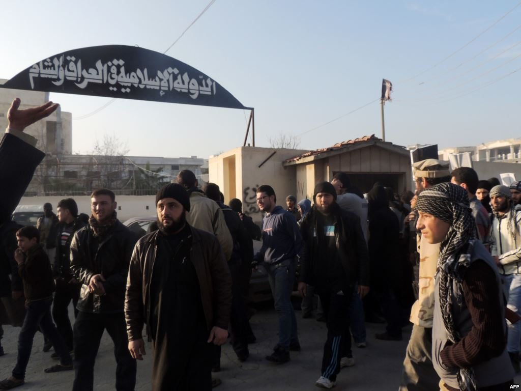 بينهم مدنيون.. عشرات القتلى بقصف اجتماع لقيادات داعش بالموصل