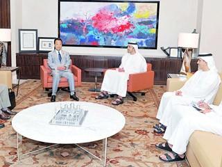 وزير الدولة الياباني للسياسة الاقتصادية والمالية يزور الإمارات