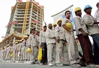 قطر تسعى لتحسين أوضاع العمالة الأجنبية لديها