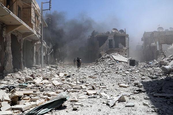 الثوار في حلب يأسرون ضابطاً إيرانيا ويقتلون 27 جندياً من قوات الأسد