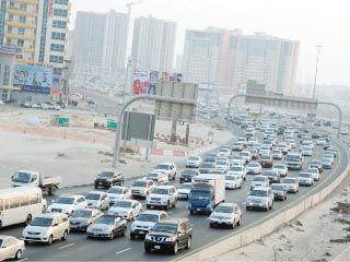 نمو السكان في الإمارات يسابق تطور البنية التحتية