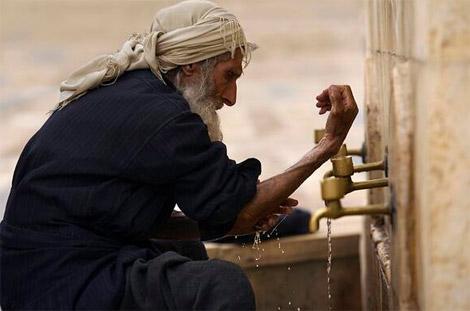 الوضوء في مساجد دبي بالماء البارد