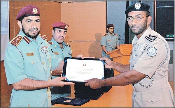 تخريج 42 منتسباً في دورتين بمعهد شرطة الشارقة