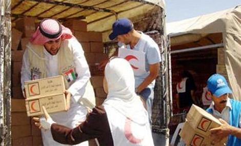 الهلال الأحمر الاماراتي يقدم 11 ألف وجبة للنازحين في غزة