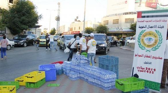 خيرية الإمارات توزّع وجبات الطعام للفلسطينيين العالقين على الحواجز