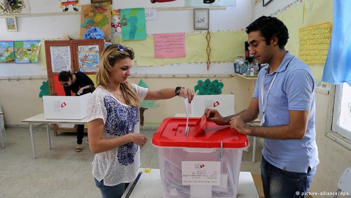 تونس: إغلاق صناديق الاقتراع وتوقعات بوصول المشاركة 70 %