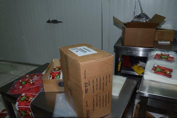 شرطة رأس الخيمة تضبط مصنعاً لبيع اللحوم المنتهية الصلاحية