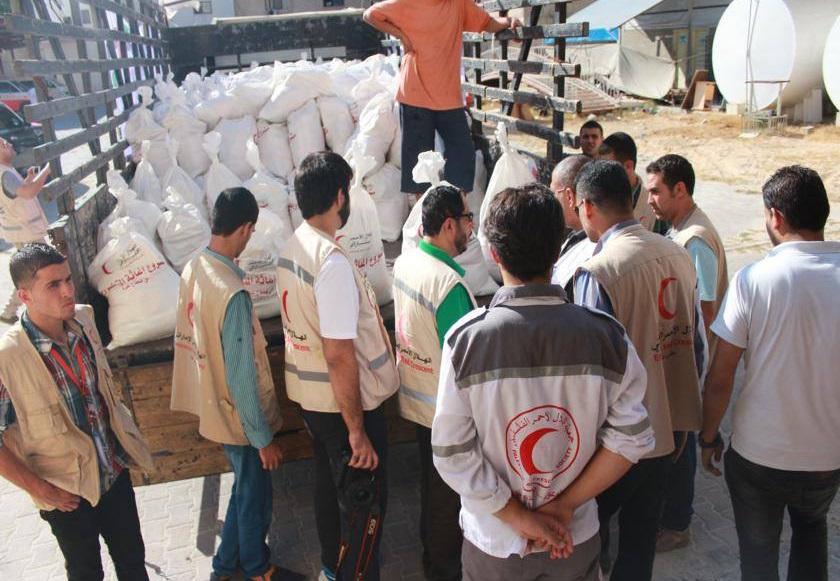 الهلال الأحمر ينفي تعرضه لمضايقات في غزة