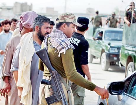 الجيش الباكستاني يشن هجوما واسع النطاق ضد طالبان