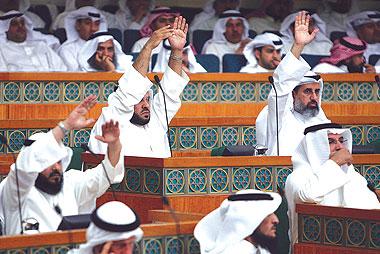 البرلمان الكويتي يشيد بالمقاومة الفلسطينية  ويدعو لتطوير سلاحها