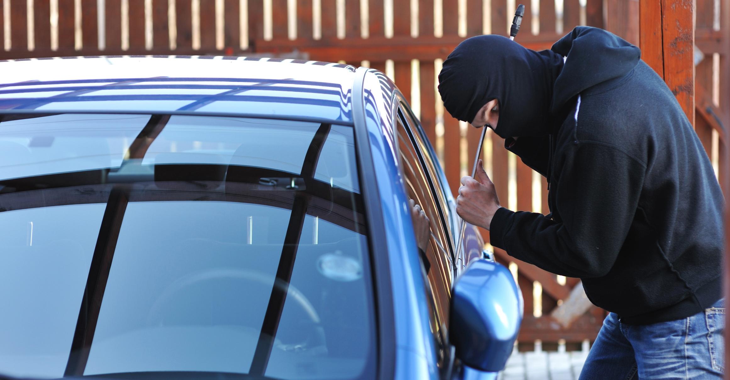 القبض على سارقي عملاء بنوك في عجمان