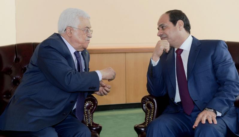 حماس تتهم عباس بالتآمر مع مصر لخنق غزة