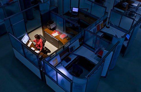 العمل ليلاً يسبب شيخوخة الدماغ المبكرة