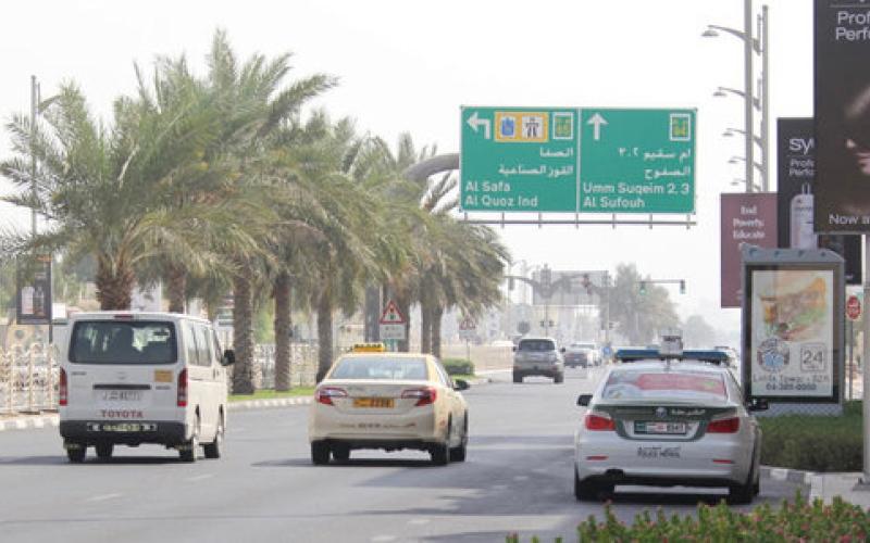 طالب مدمن يصدم 3 دوريات شرطة في دبي