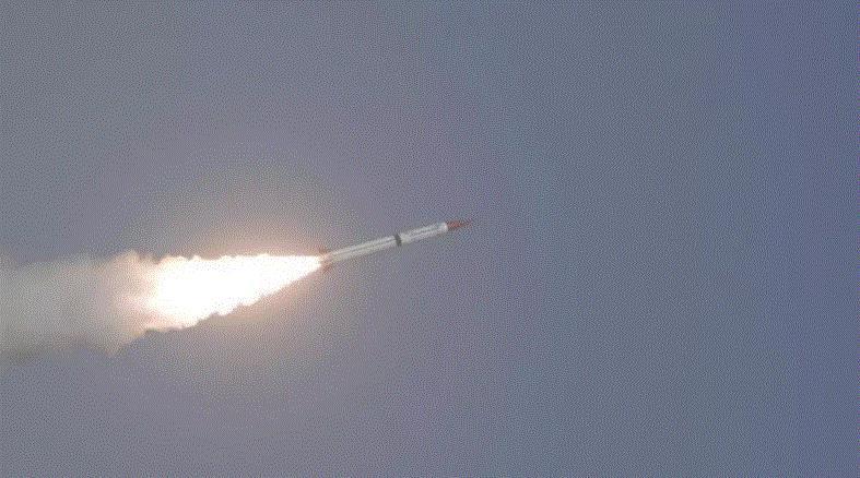 الجيش اليمني يعثر على صواريخ بالستية حوثية بعيدة المدى غربي البلاد