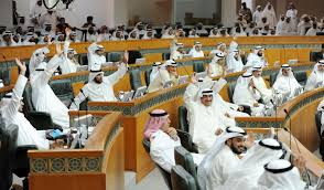 نقاش في الكويت فرض ضريبة على تحويلات الوافدين
