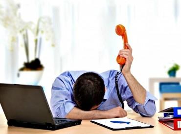 خبراء وأكاديميون: دوام الـ 8 ساعات «مرهق ومحبط» للموظف