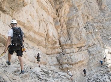 إنقاذ 4 سياح ألمان ضلوا طريقهم فوق جبل جيس برأس الخيمة